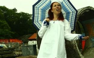 Kristin med paraply